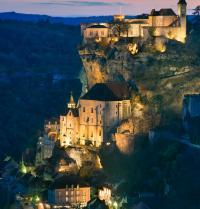 Anoitecendo en Rocamadour. Francia. BancoFotos. Fotolia.