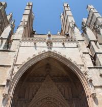Gotisches Tor des Aussichtspunktes (1389-1401). Kathedrale von Palma. IRU, S.L.