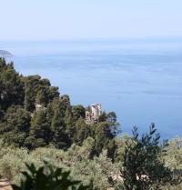 Romantischer Aussichtspunkt, der durch den Erzherzog Ludwig Salvator von Österreich erbaut wurde (19. Jahrhundert). Kloster Miramar. Valldemossa, Mallorca. IRU, S.L.