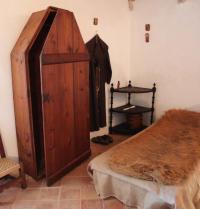 Representación hipotética do cuarto que ocupara Ramon Llull, co hábito franciscano. Mosteiro de Miramar. Valldemossa, Mallorca. IRU, S.L.