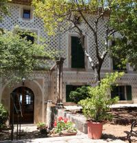 Fachada principal. Monasterio de Miramar. Valldemossa, Mallorca. IRU, S.L.