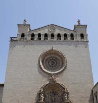 Hauptfassade und barockes Eingangstor. Basilika Sant Francesc. Palma. IRU, S.L.