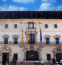 Fachada principal del Ajuntament de Palma. IRU, S.L.